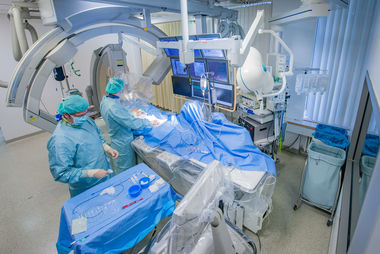 "robot-assisted angiography system ""Siemens Artis Pheno"""