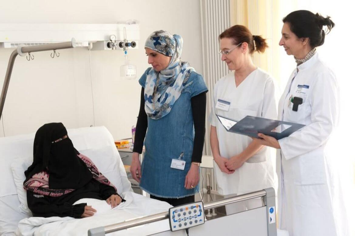 Arabic_female_patient_in_bed_with_translator_and_doctor